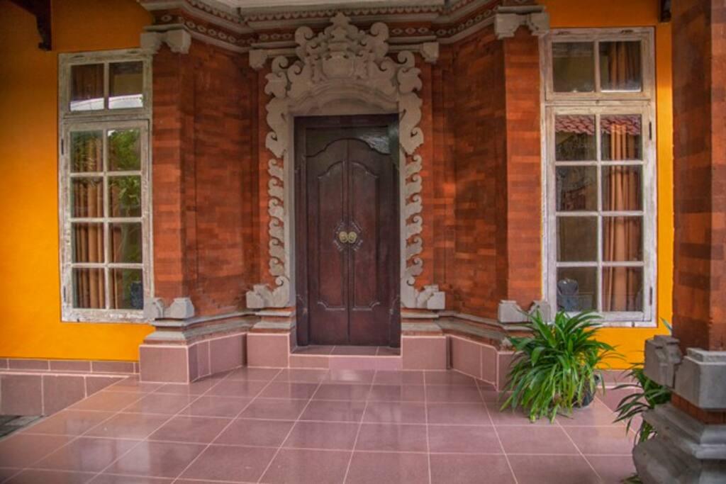 vie at front entrance