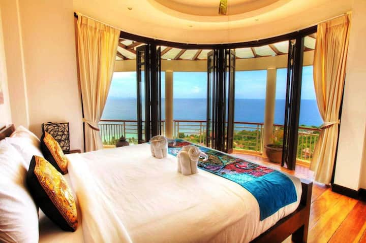 Penthouse with Panoramic Sea View