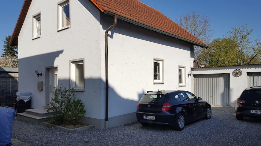Ruhig, Donau-nah, verkehrsgünstig, 9 Personen #a-e - Regensburg - Hus