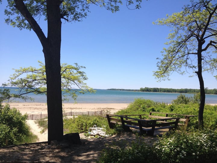 Ontario 2 Bedroom Beachfront Cottage on Lake Erie