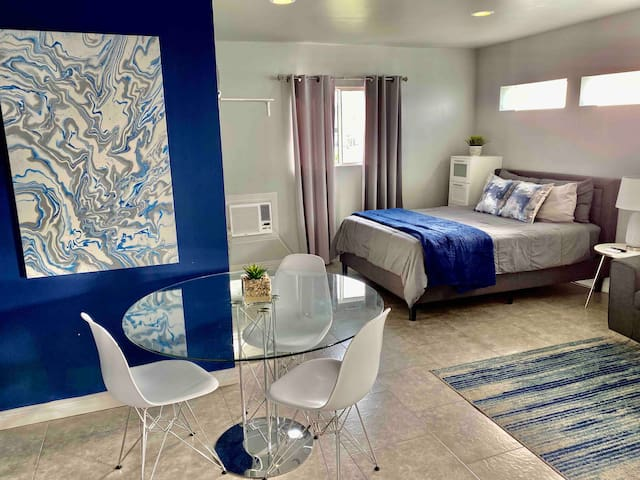 Trendy Bungalow near Universal Studios and Airport