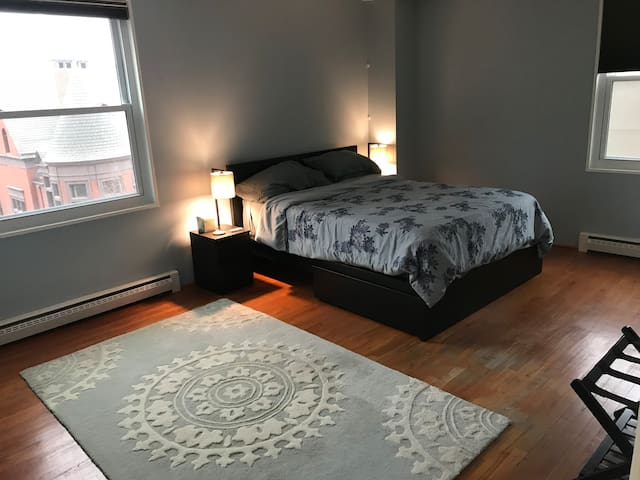 Guest Bedroom with New Queen bed and views of historic Mount Vernon