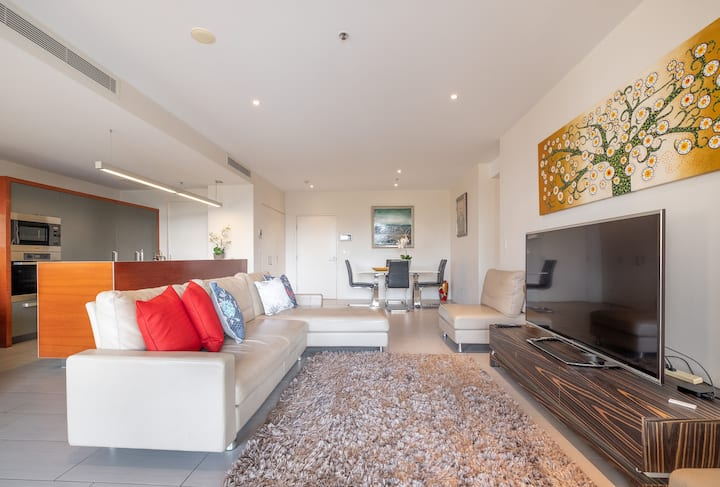 Reach Riverfront Apart. Close to Pat Rafter Arena