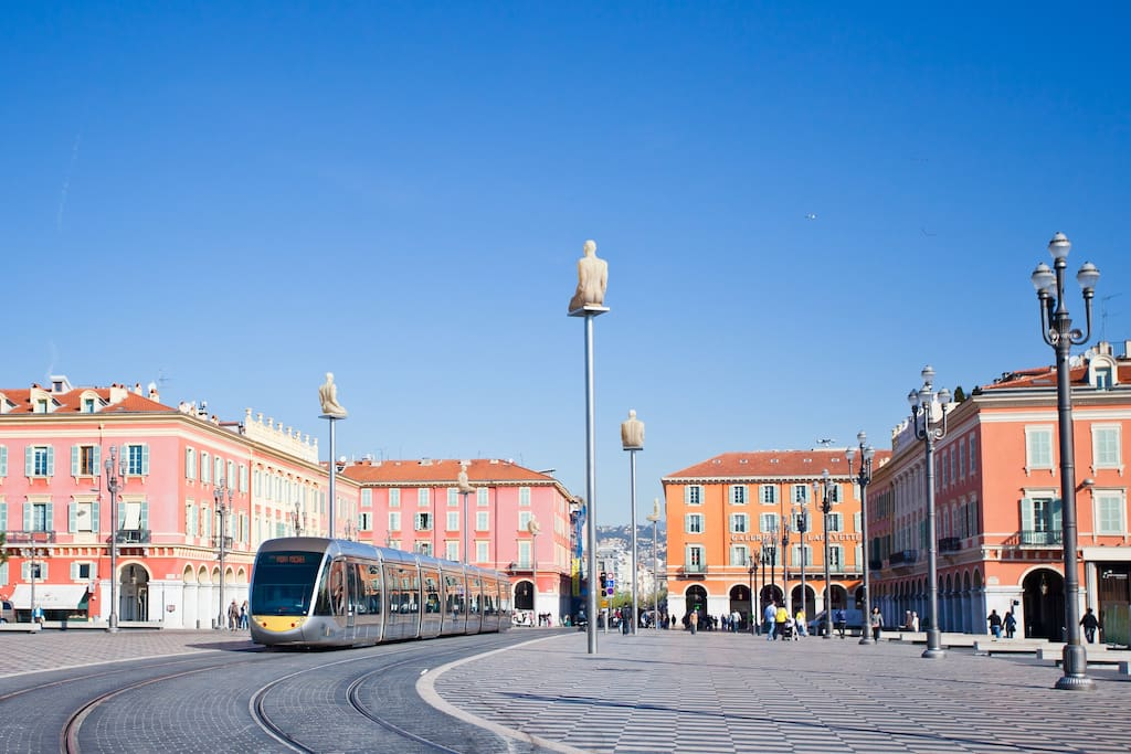 In nizza it's the life , Transports are fast and not expensively also practical to make from a point to an other one