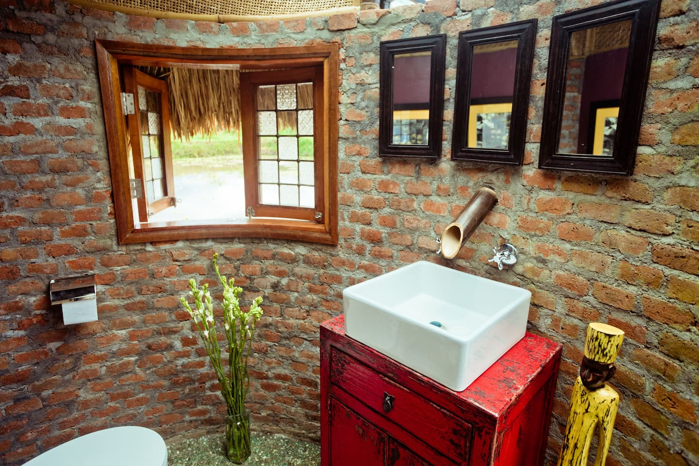bathroom in the round