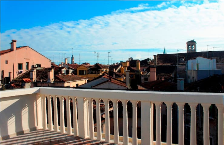 Rialto terrace with stunning view over Venice
