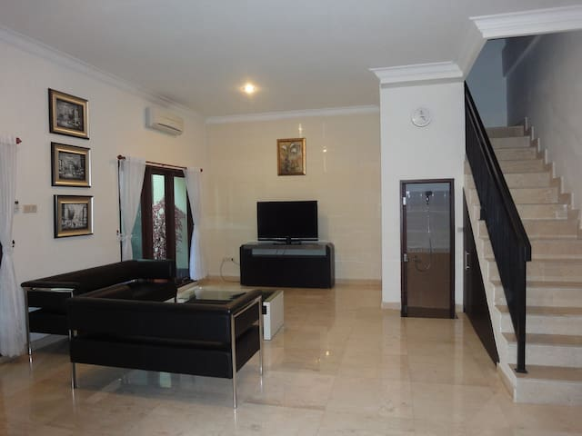 Renting the Whole House - Makassar - Casa