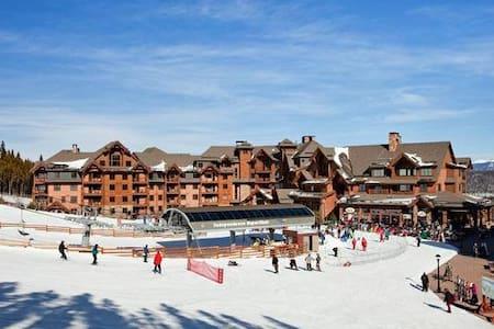 Luxurious Ski-in/Ski-out Condo