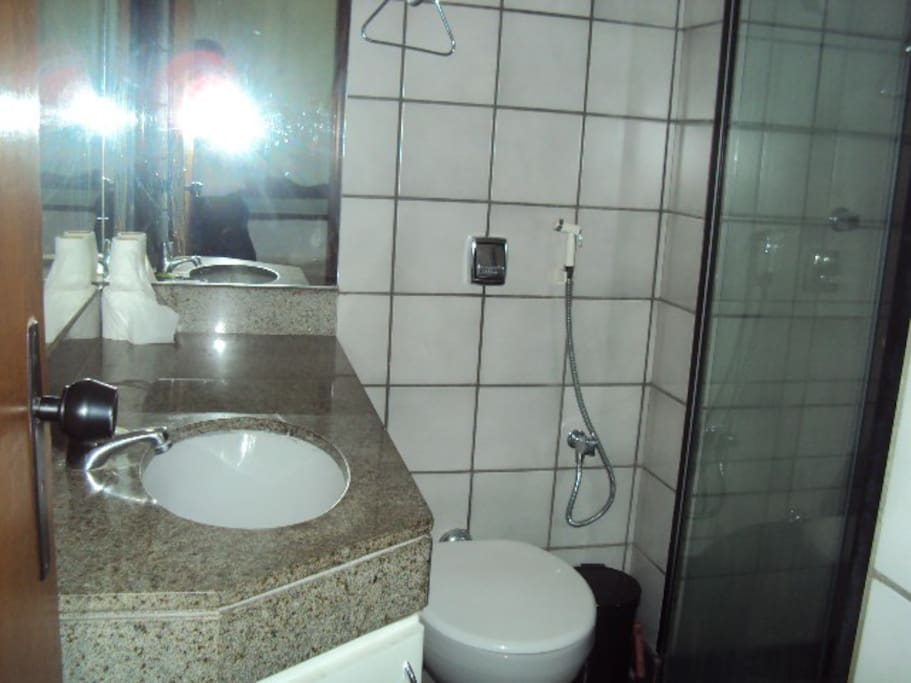 Private bathroom / Banheiro privativo