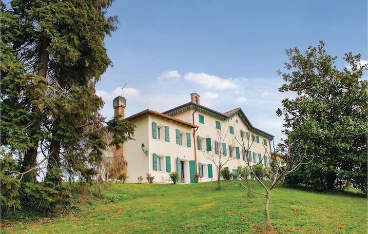 Holiday apartment with 2 bedrooms on 110 m² in Montebelluna TV