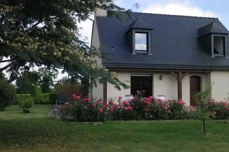 1 chambre pour 1 couple (1 lit de 140) uniquement - House