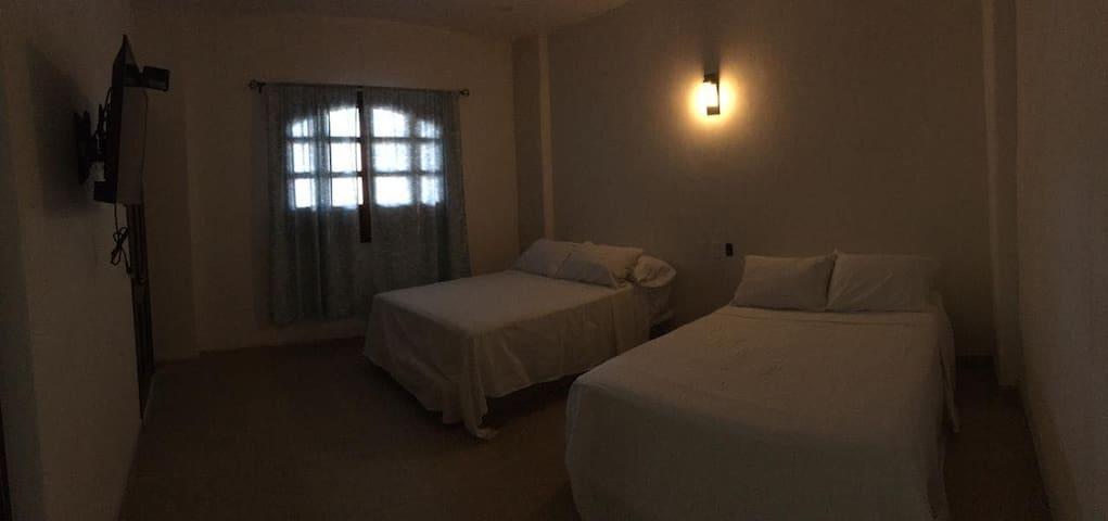 TERESITA'S GUESTS ROOMS habitación cuádruple 3