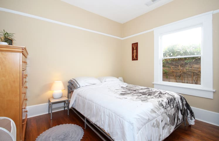 Private Bedroom in Central Location