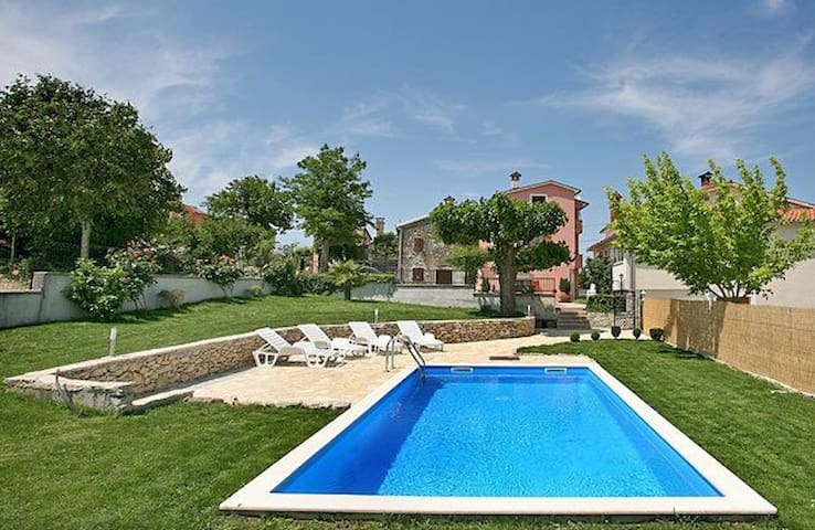 Lovely house  for 9 person with pool - Motovun - Rumah