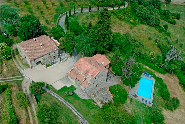 Entire Tuscan Farmhouse w swimming pool excl. use