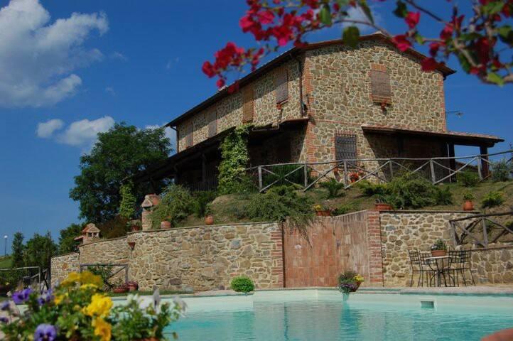 Villa in Paciano 20+ guests
