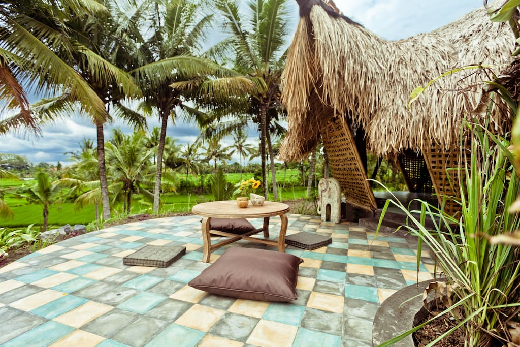 Bamboo eco cottage in rice fields huts for rent in ubud for Cottage bali