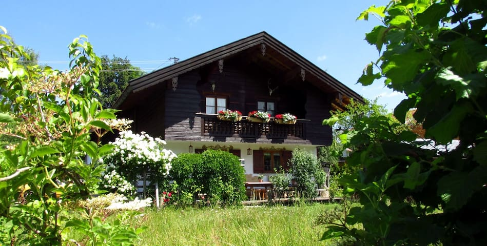 Landhaus Liesel - big, cozy and central located - Bad Wiessee
