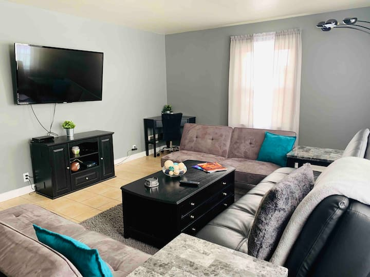 Cozy 2 Bedrooms *Near the Stadium*-- King Bed