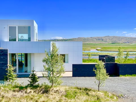 Luxury, Modern, River/Mountain view, Golden Circle