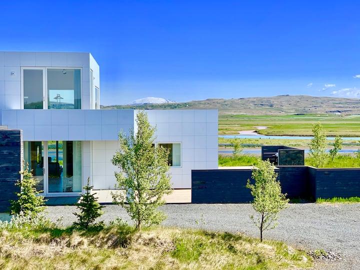 Luxury, Modern, River/Mountain view, Golden Circle