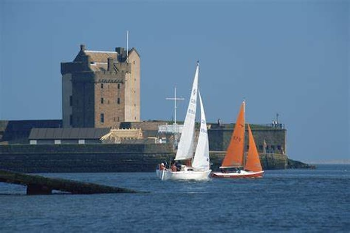 Modern Seaside Apartment, Broughty ferry by Dundee