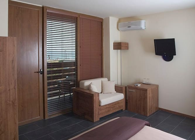 Cozy double room with nice seaview - Sozopol - Boutique-hotel