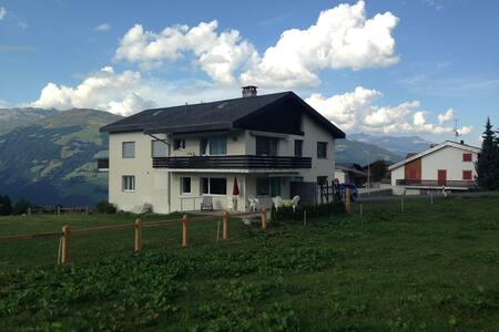 Haus Bergsunne - Obersaxen