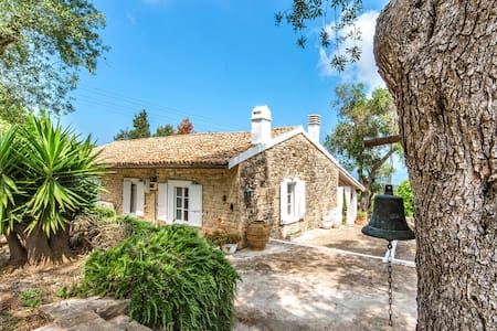 Nerantzi House, Holiday Villa to Rent in Paxos
