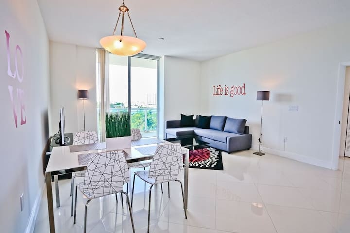 Charming Modern Miami Apt @One Broadway (1 BR) - Apartments for ...