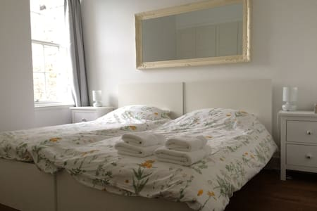 Amazing location/ Royal Mile/ Old Town/ Twin Room - Edimburg - Pis