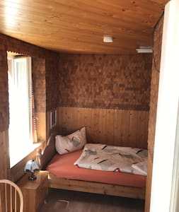 Einzelzimmer mit Bergblick im Hotel Sternen