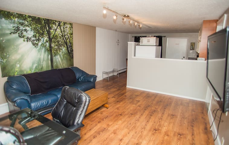 Large 1 Bedroom Suite in the Okanagan!