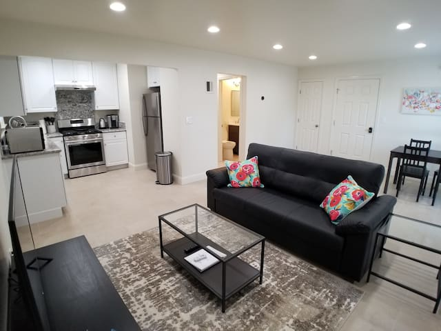 Total Remodel Upstairs Apartment near Apple Campus