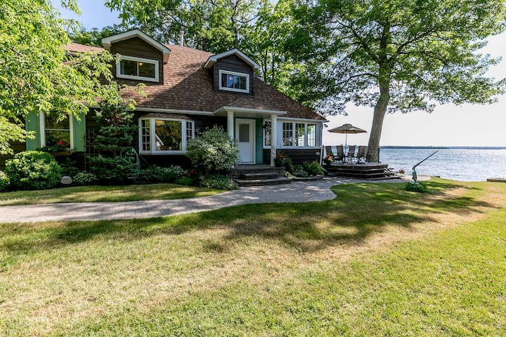 Waterfront Cottage on Lake Couchiching - Orillia - Casa de campo