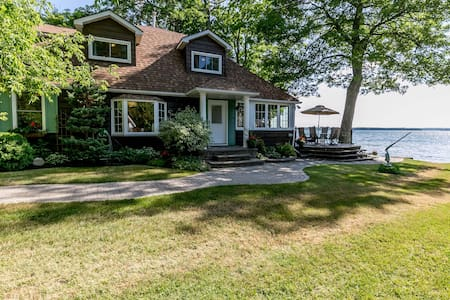 Waterfront Cottage on Lake Couchiching - Orillia - Cabana