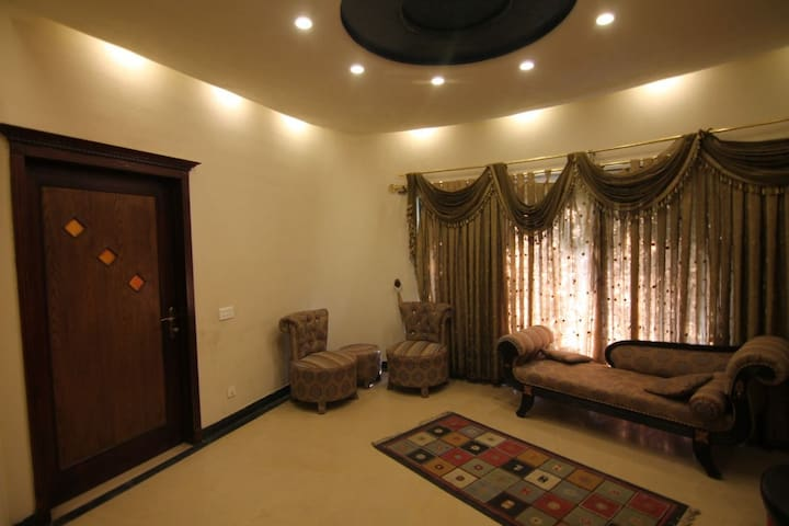 slightly used Bungalow in DHA lahore Pakistan