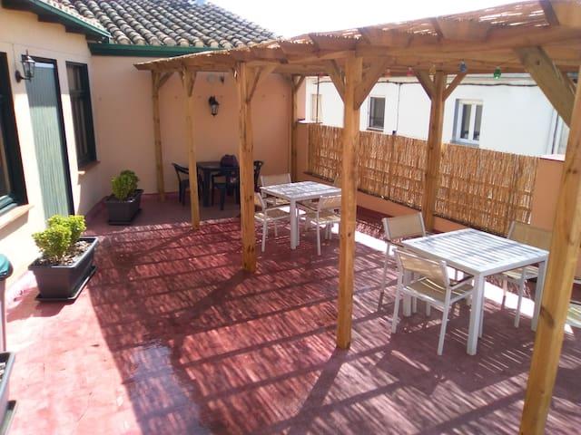 Habitació doble a 100 metres centre i 200 l'estany - Banyoles - Bed & Breakfast