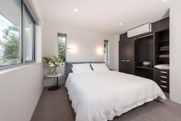 Bedroom 2: Superking, ensuite, wardrobe, desk, TV