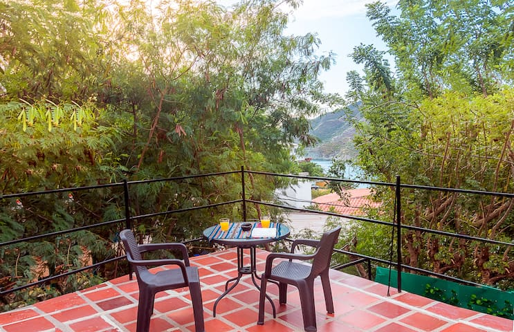 Relax in our Cottage with private terrace sea view