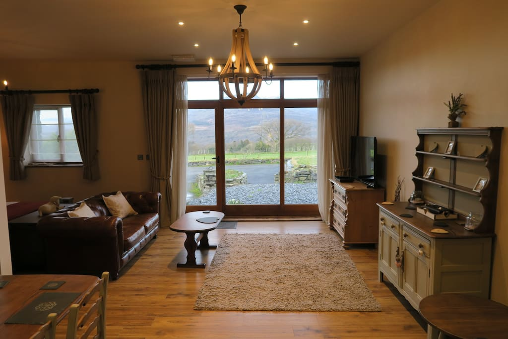 Open plan suite with a mountain range view & patio/garden area :)