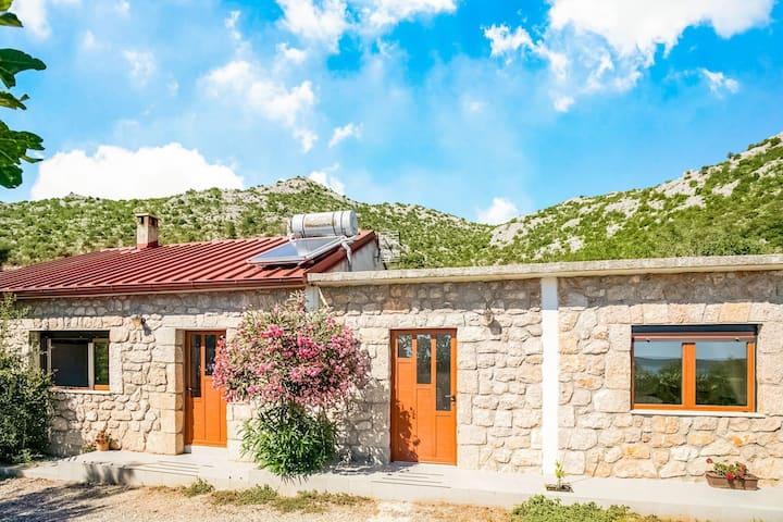 Atractiva casa de vacaciones en Starigrad cerca del mar Adriático