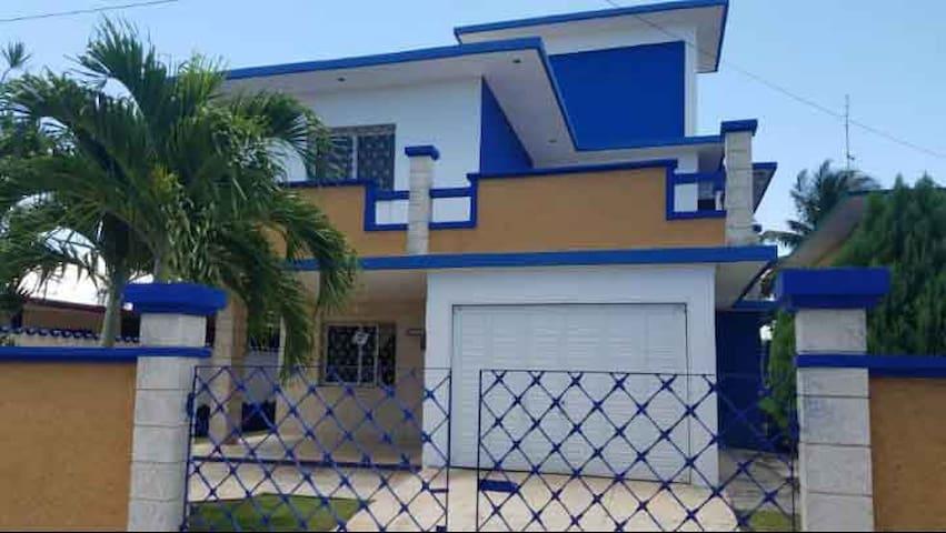 La Casa Azúl