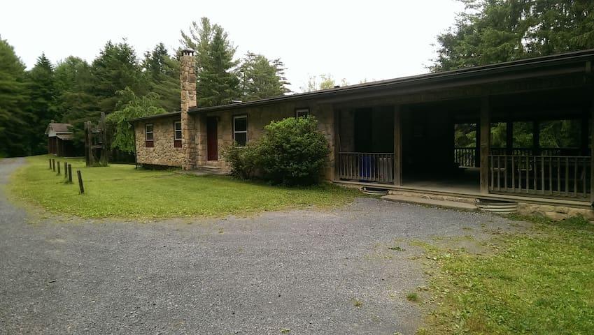 Camp Golden Pond - Palmer Lodge