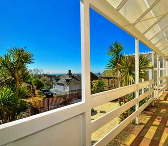 3 double bedrooms,sea views,town centre location - Ventnor
