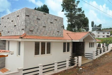 Private room in Dovedale Cottage - Ooty - House