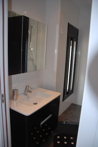 TOILET WITH SHOWER, WC, BIDET, SINK, WINDOW+FAN (INDEPENDENT ACCESS FROM THE ROOM AND THE LIVING ROOM)
