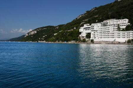 Residence  con Spiaggia Privata - Grignano