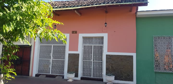 Room 2: Centrally located in Calle Calzada
