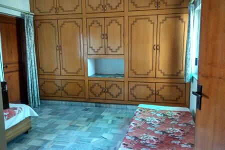 Master bedroom with balcony - Agra - House